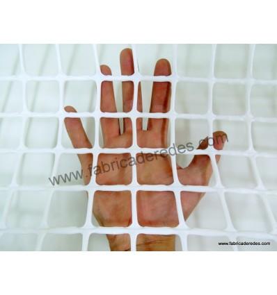 SQUARE PLASTIC MESH WHITE 3cm x 3cm 650 grs